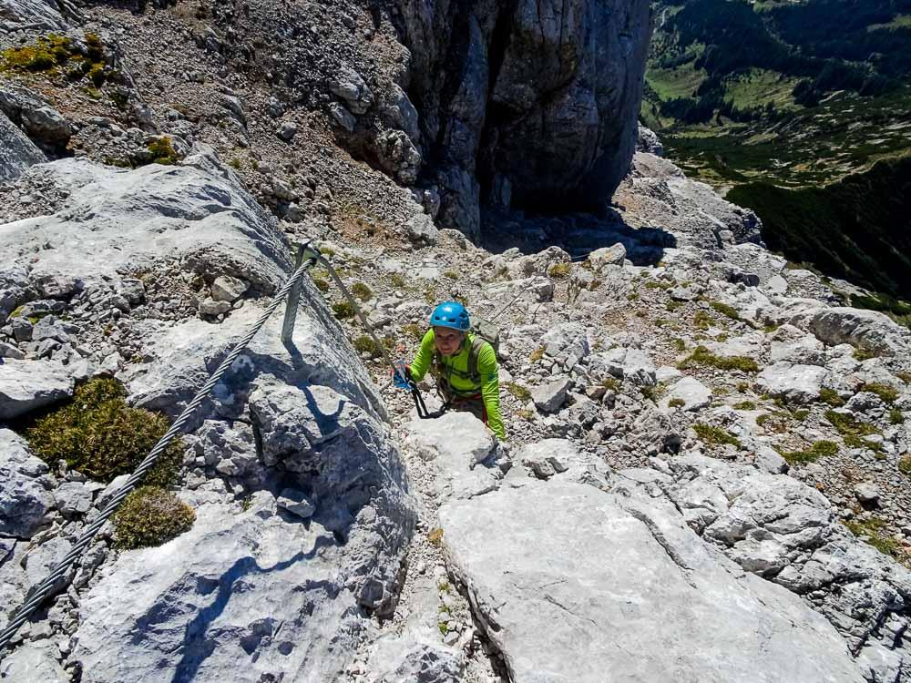 Im Klettersteig - es ist oft sehr steil und daher kraftraubend.