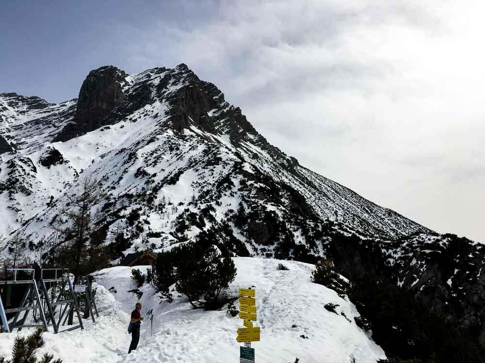 Viele Wege kann man hier gehen, unter anderem auf das Persailhorn (im Hintergrund).