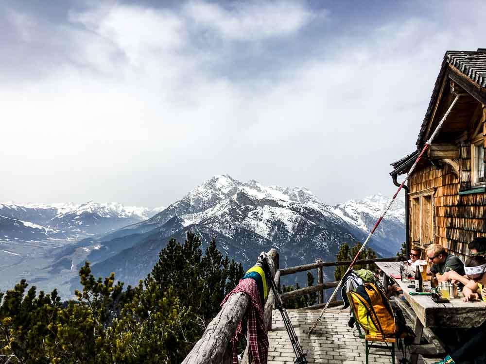 Die Peter-Wiechenthaler-Hütte mit toller Aussicht.