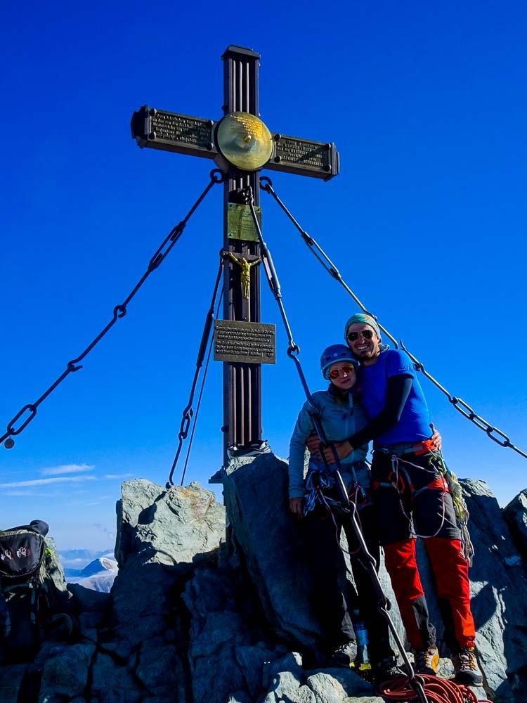 Beim wunderschönen Gipfelkreuz angekommen.