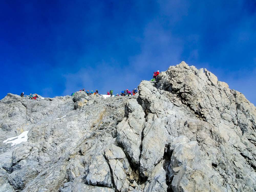Nach der zweiten Schlüsselstelle der Gipfelaufschwung (2).