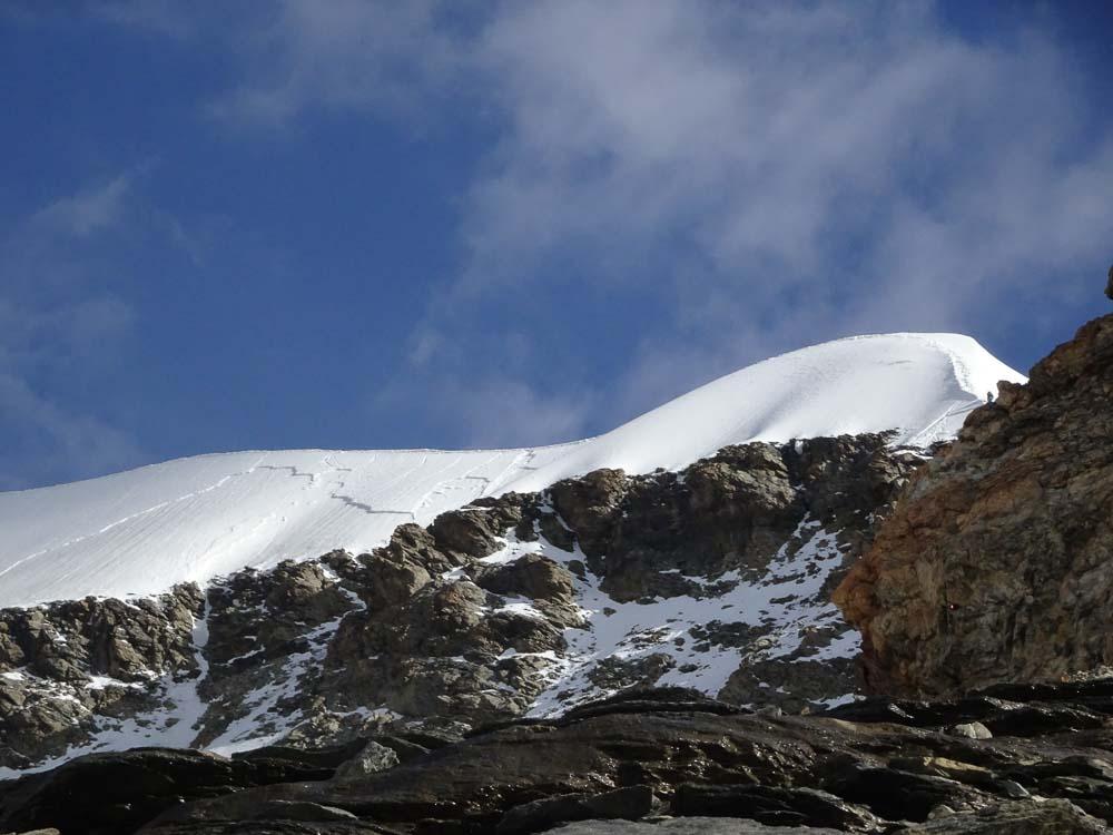 Der Gipfelgrat von unten.