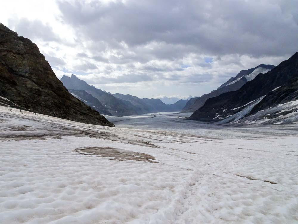 Unten am Gletscherboden angekommen, nun folgt der lange Marsch zur Hütte.