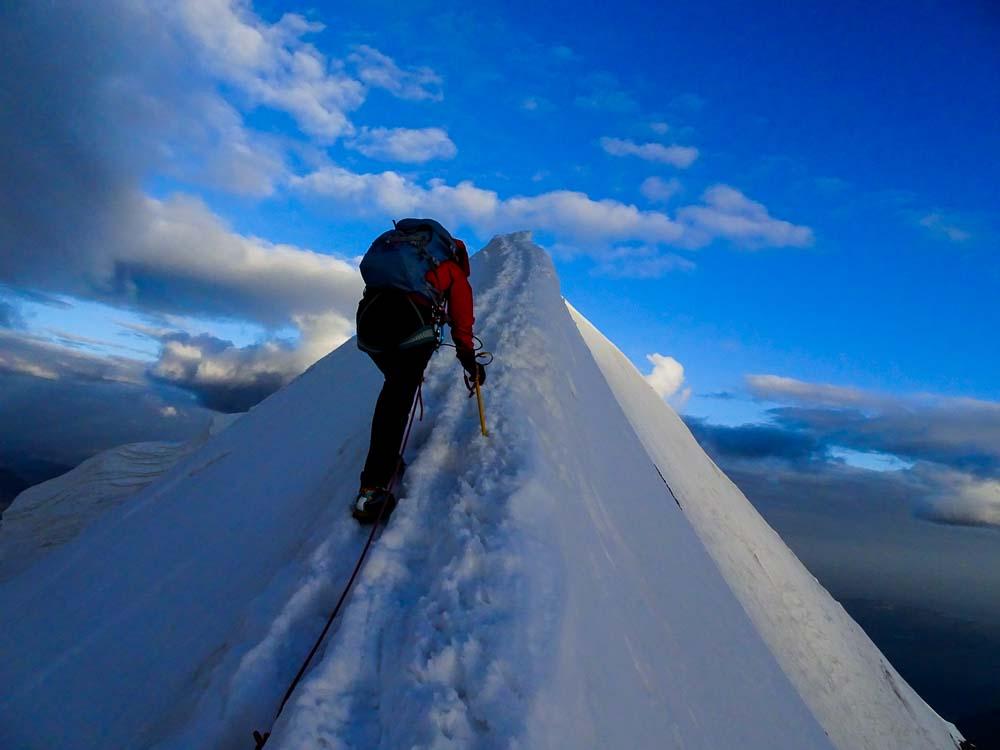 Der schmale Gipfelgrat auf den Mönch.
