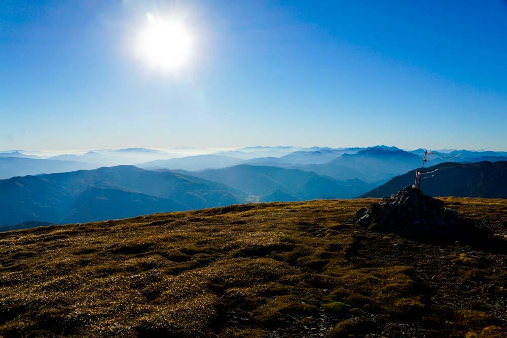 Panorama von der Heukuppe Richtung Westen/Steiermark.