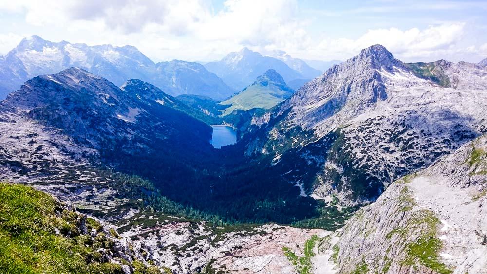 Der See mitten in den Bergen