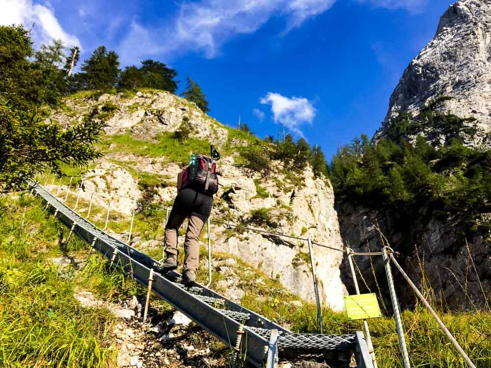 Viele Leitern sind anfangs zu überwinden, aber nicht steil und meistens mit Handlauf.