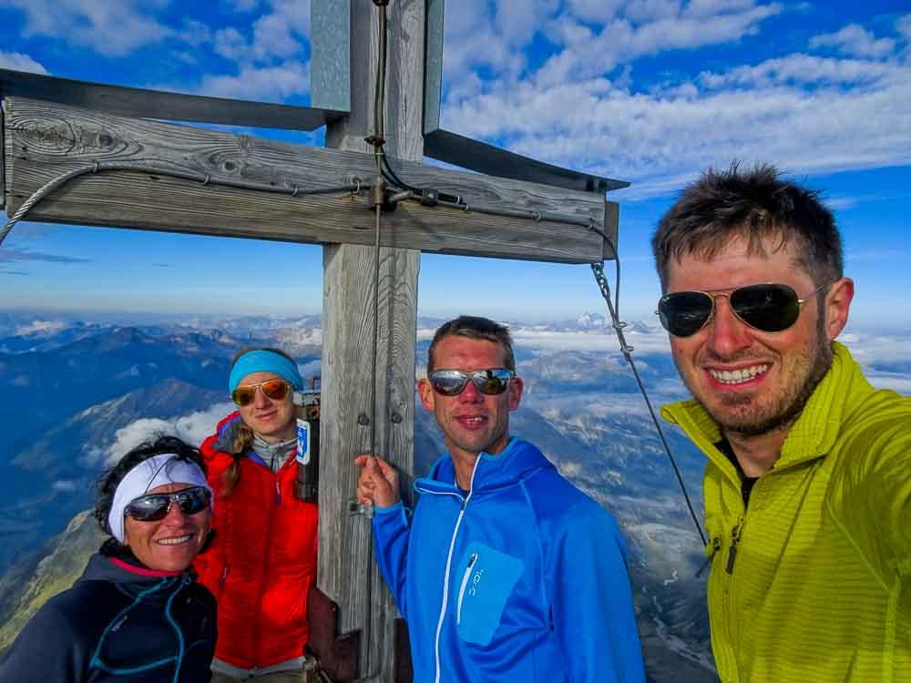 Auf dem Gipfel des Ankogel - aufpassen - brüchig!