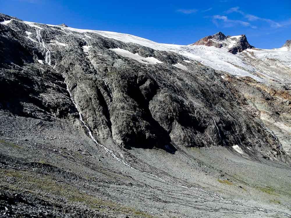 Abstieg Richtung Tal - im Hintergrund der Ankogel.
