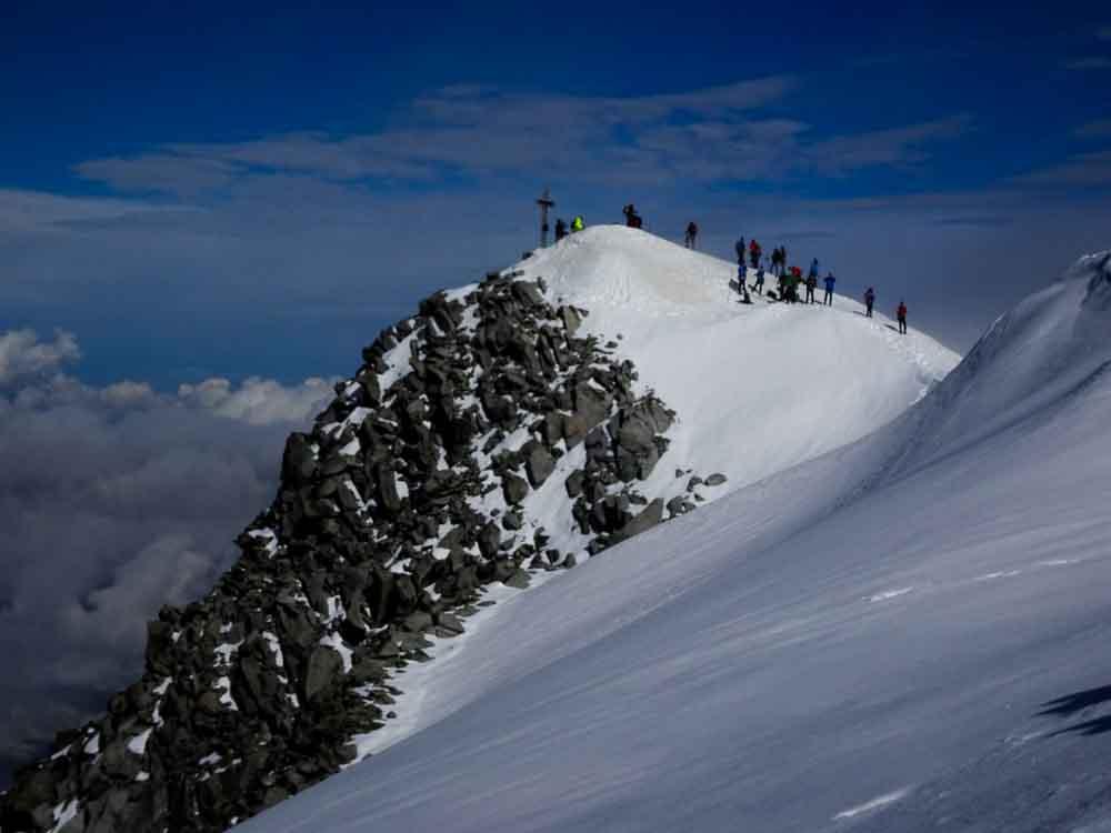 Gipfelgrat zum Großvenediger auf einem schönen Band.