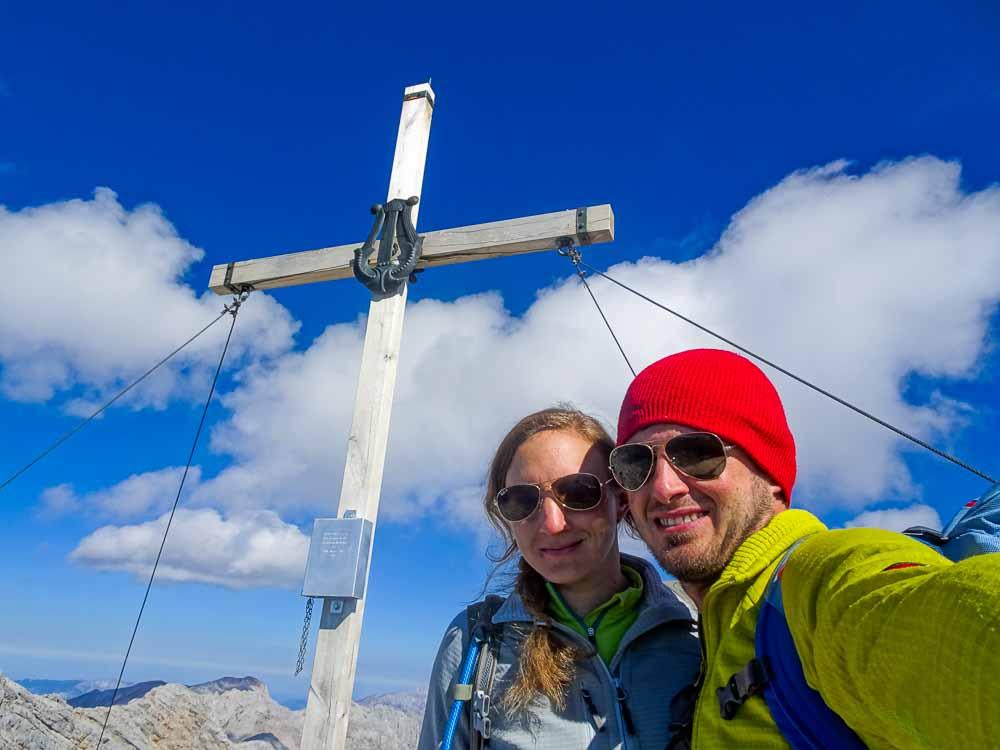 Am Ausstieg des Klettersteigs das erste Gipfelkreuz.