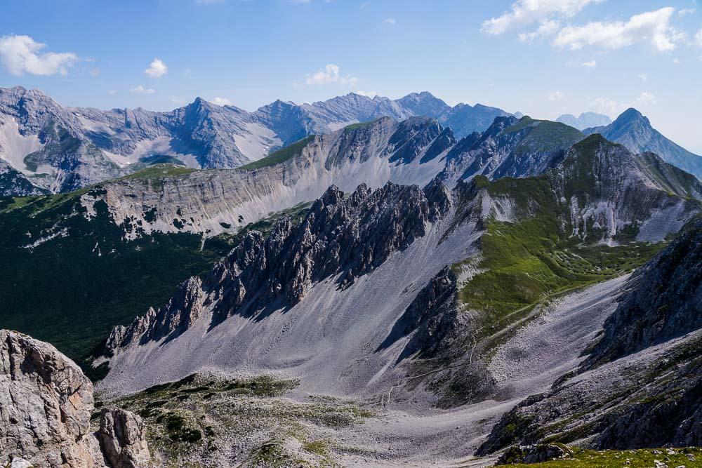 Steile Schotterfelder