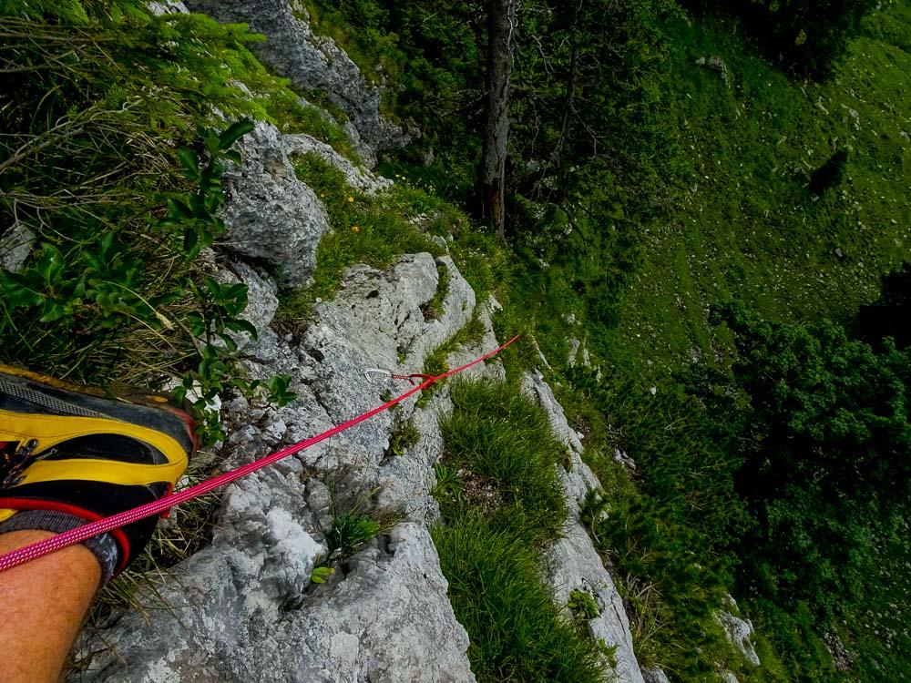 Unser Einstieg verläuft über eine 4+ Kletterei.