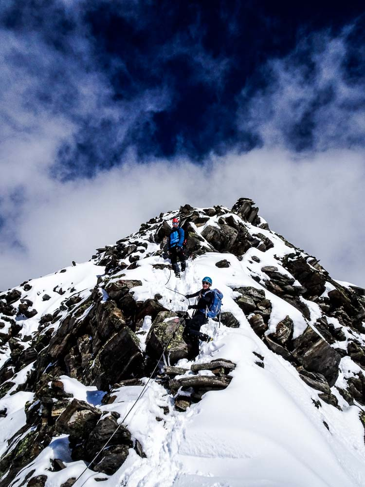 Der Abstieg vom Gipfel - der Weg ist meist drahtseilversichert.