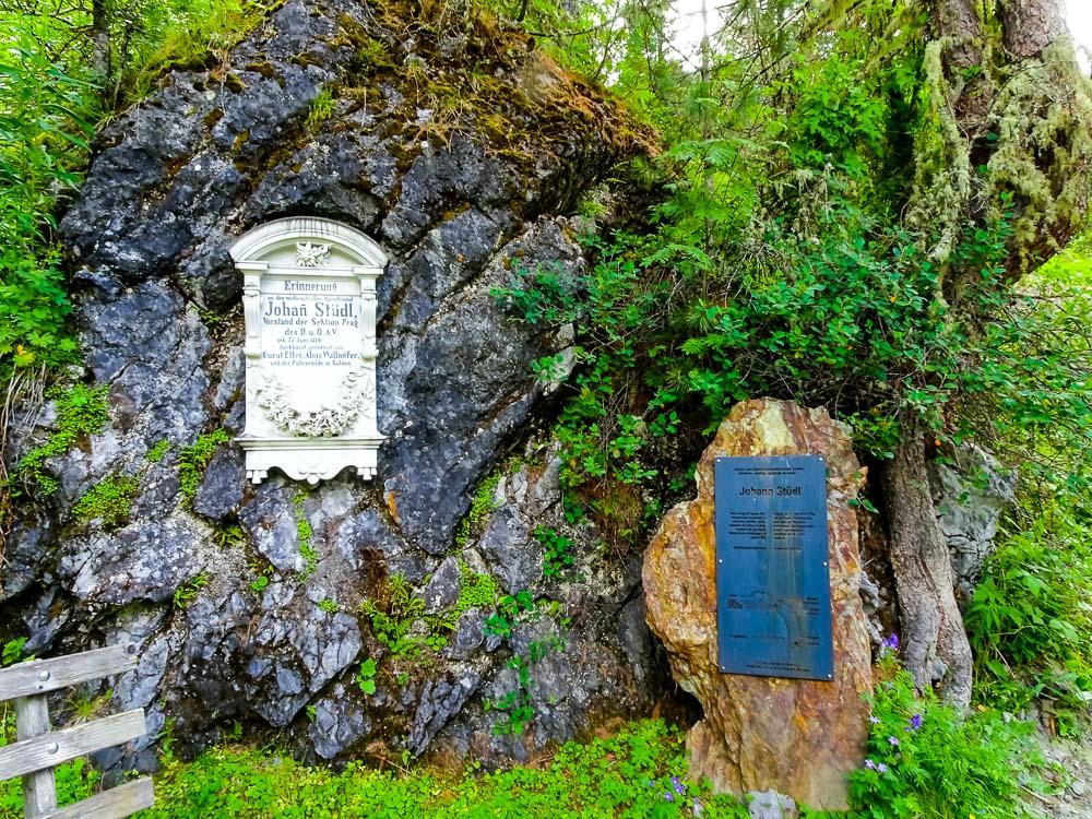 Denkmaltafeln für Johan Stüdl (Stüdlgrat und so...).