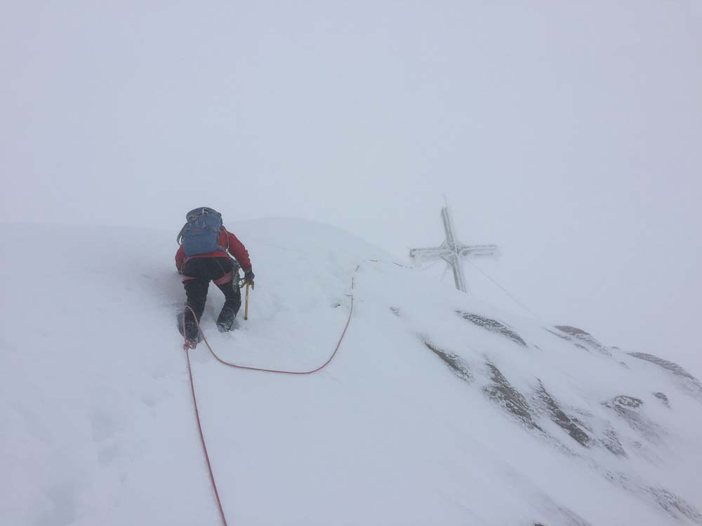 Gipfelaufschwung im White-Out.