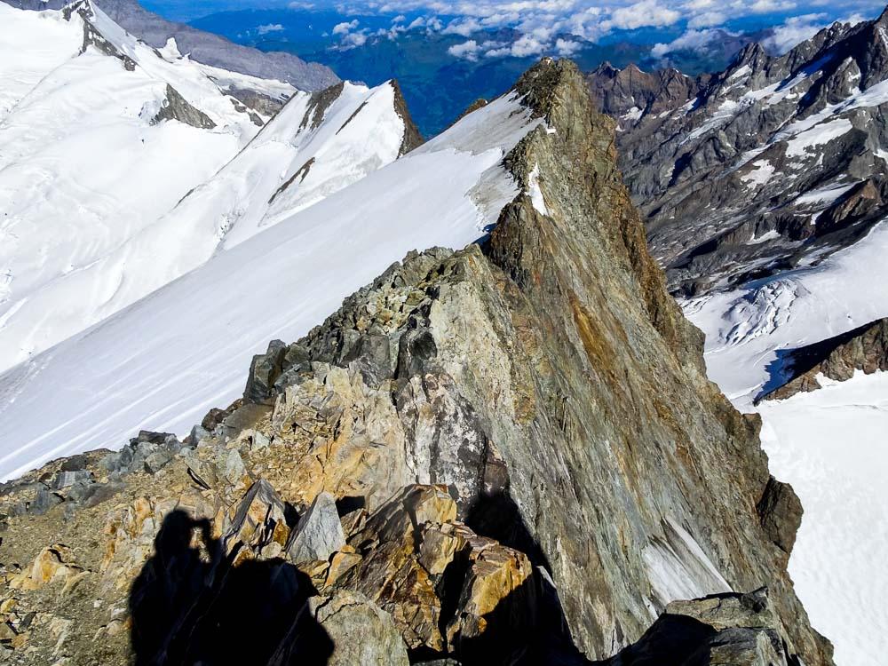 Diesen Grat klettert man bis der Schnee den Grat berührt.