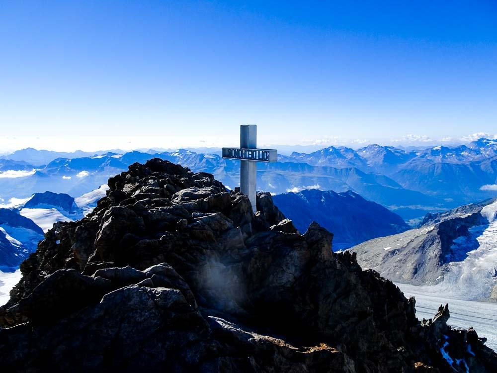 Finsteraarhorn über Südwestflanke und Nordwestgrat Normalweg (Schweiz / Berner Alpen)
