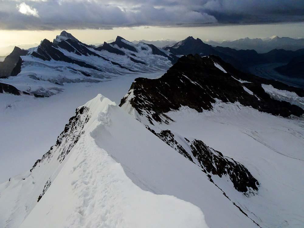 Der Gipfelgrat ist relativ lang und ausgesetzt.