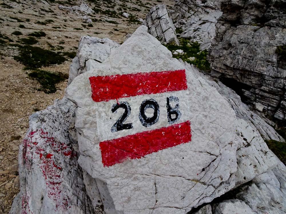 Man folgt dem Weg 402 und danach 20B.
