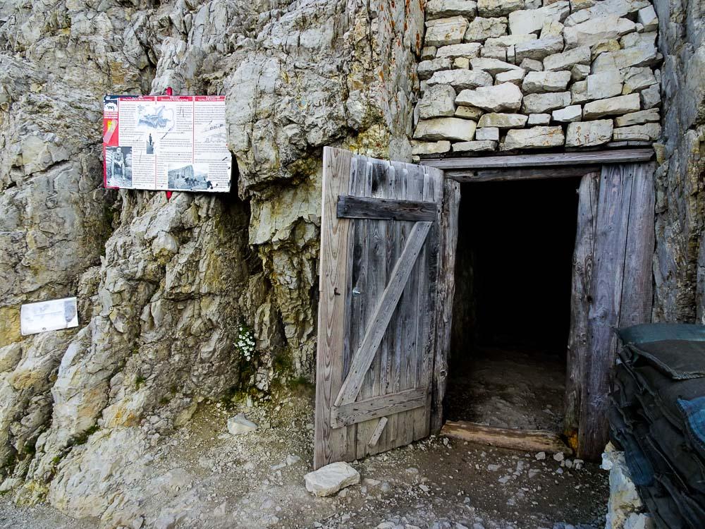 Am Aufstiegsweg zur Bergstation Lagazuoi.
