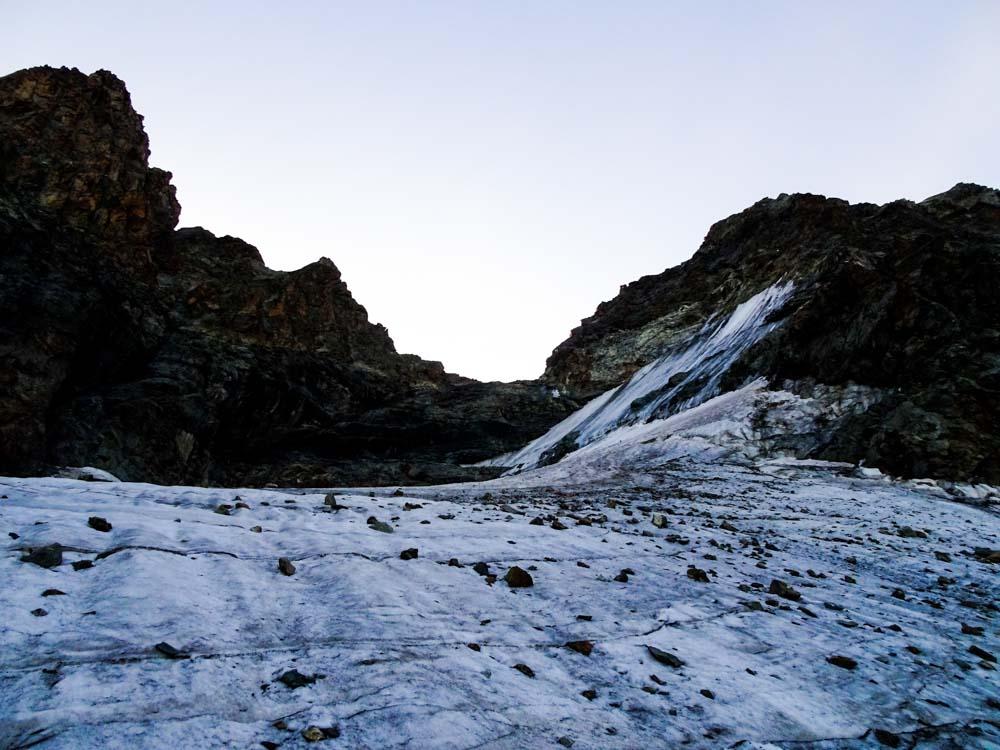 Den Gletscher hinauf und auf die Scharte