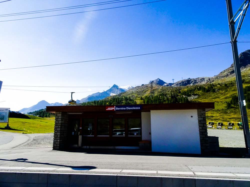 Zugstation beim Parkplatz (Bernina Diavolezza)