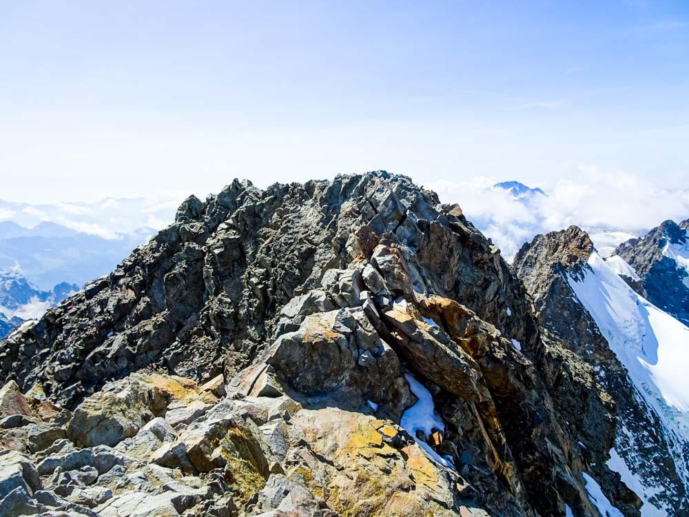 Den Grat entlang zum Gipfel