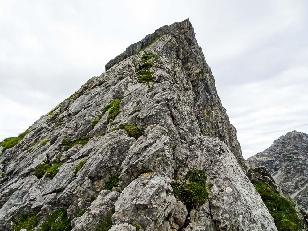 Der Fels ist sehr strukturiert, aber auch brüchig!