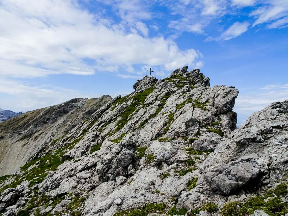 Das Gipfelkreuz in Sicht