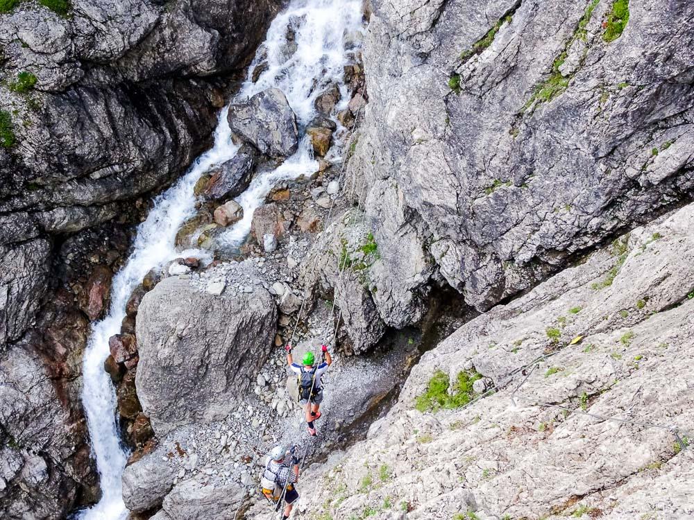 Die Seilbrücke des anderen Klettersteigs