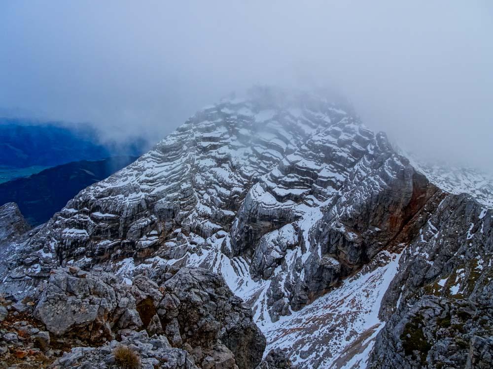 Der Rückblick nach dem Abstieg aus Kuchelhorn - der Gipfel des Birnhorn verschwindet in den Wolken