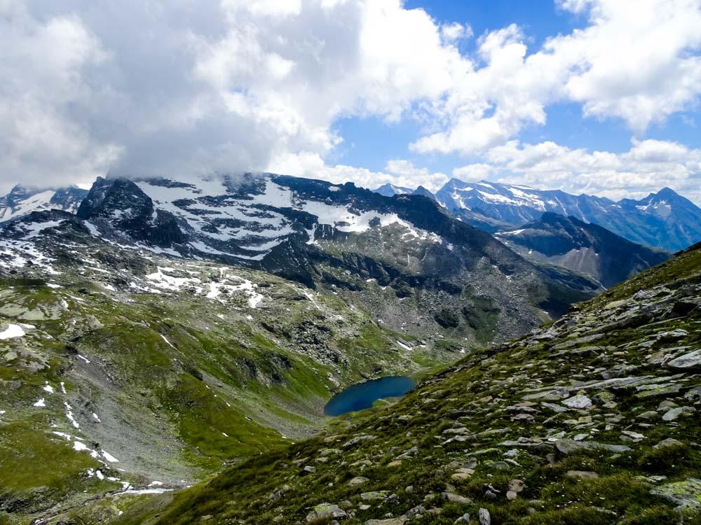 """Der Blick vom Aufstieg auf den Messeling Richtung """"Grauer See"""""""