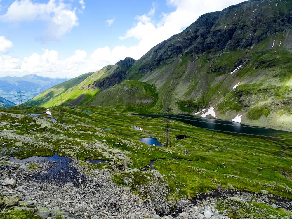 Leider verstellt die 380kV Leitung zwischen Kaprun und Lienz seit 1975 das Bergpanorama.