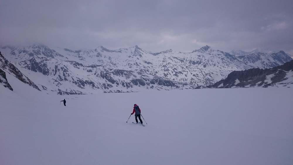 Abfahrt über den Gletscher - die Konzentration ist da, aber keine Kraft mehr für eine gute Figur am Ski