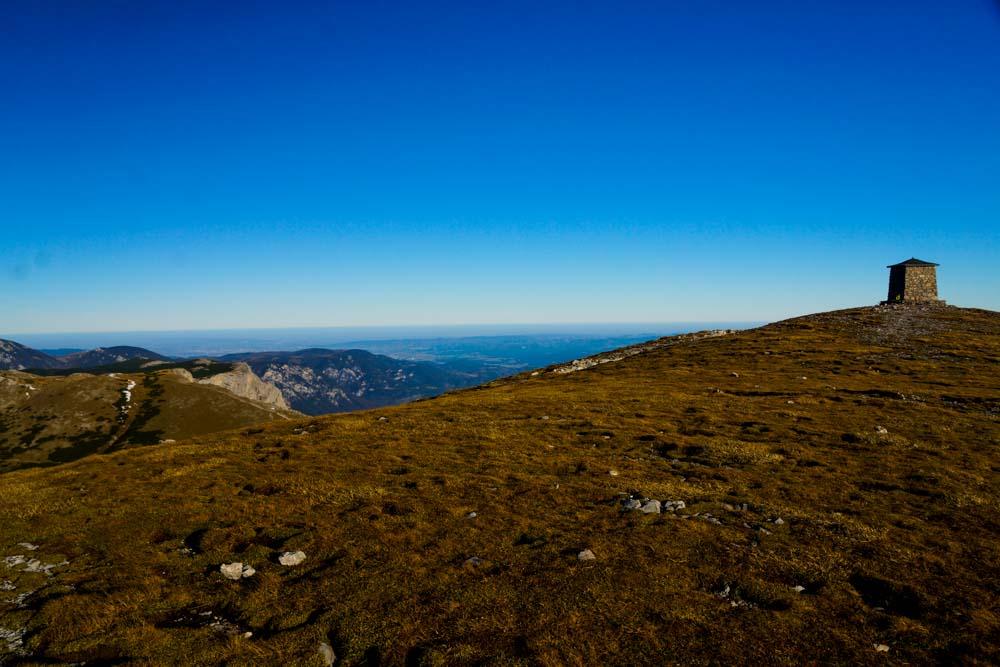Am Gipfel der Heukuppe angekommen - man blickt so weit bis sich die Erde krümmt