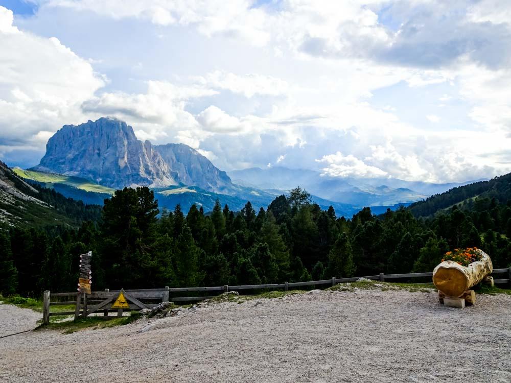 Wunderschöner Weitblick in die Bergwelt der Dolomitenregion