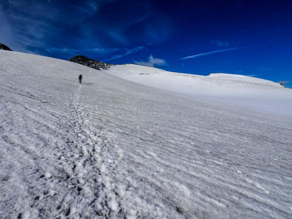 Am Weg über den oberen Gletscherboden zum Schwarzenstein-Gipfel
