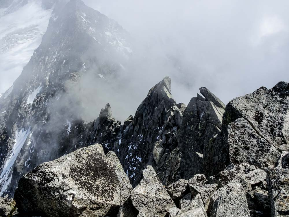Der Zackengrat vom Gipfel aus gesehen - Wir sind am Ziel