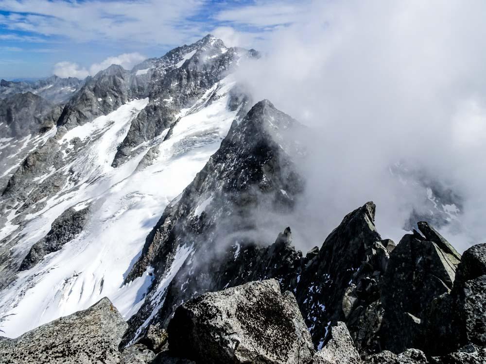 Der Grat gilt als Kletterei III.Grades - der Anblick sagt eher VIII.Grad