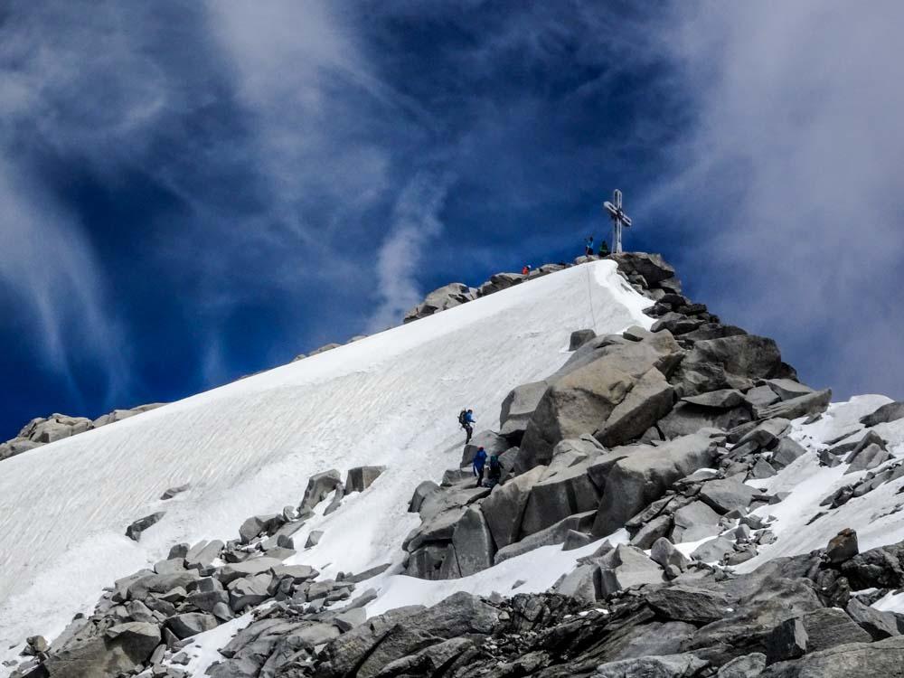 Wir gingen durch den Granithaufen - andere erklommen die Vereiste Westwand (45°, aber nur 20Hm)