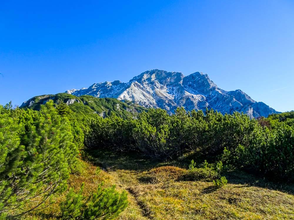 Der Blick auf das Grießner Hochbrett - der Weg ist noch weit