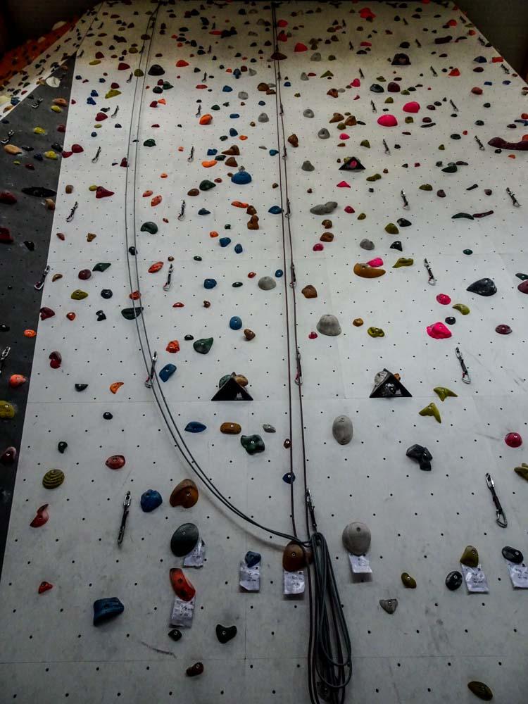 Für Anfänger und ungeübte: Top Rope Klettern ist an vielen Stellen möglich