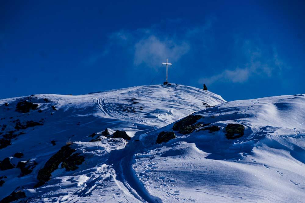 Das Gipfelkreuz des Kreuzjochs.